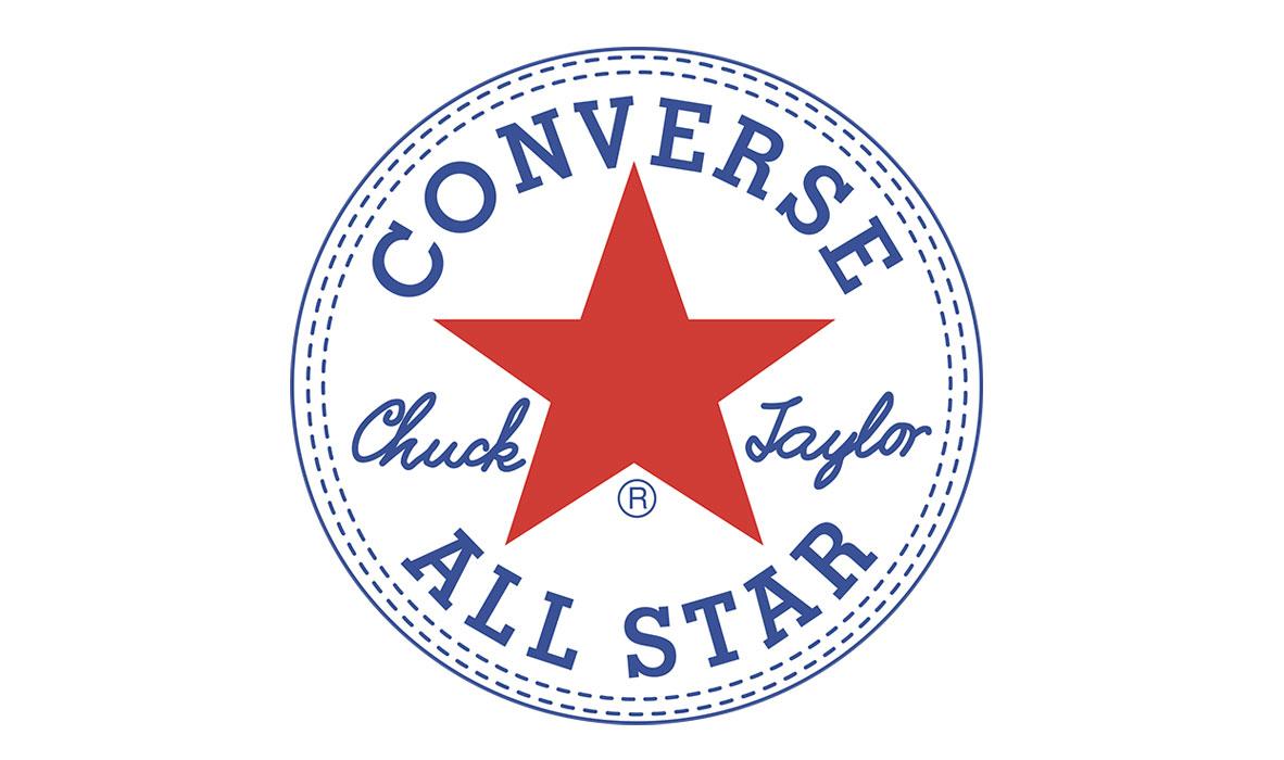 Logo na členkoch tenisiek Converse