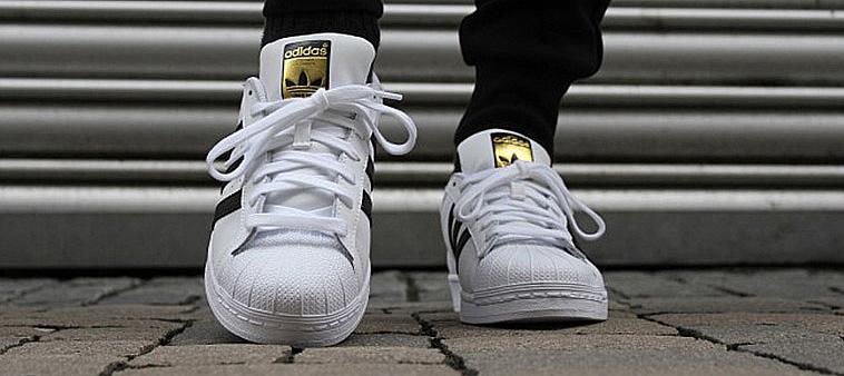 eac516fc781 Adidas Superstar so zlatým logom Adidas. Tenisky ...