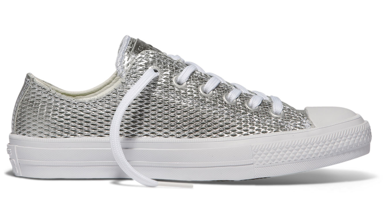 175d6f31210 Converse Chuck Taylor All Star II Perforated Metallic Leather Silver šedé  C555800 - vyskúšajte osobne v