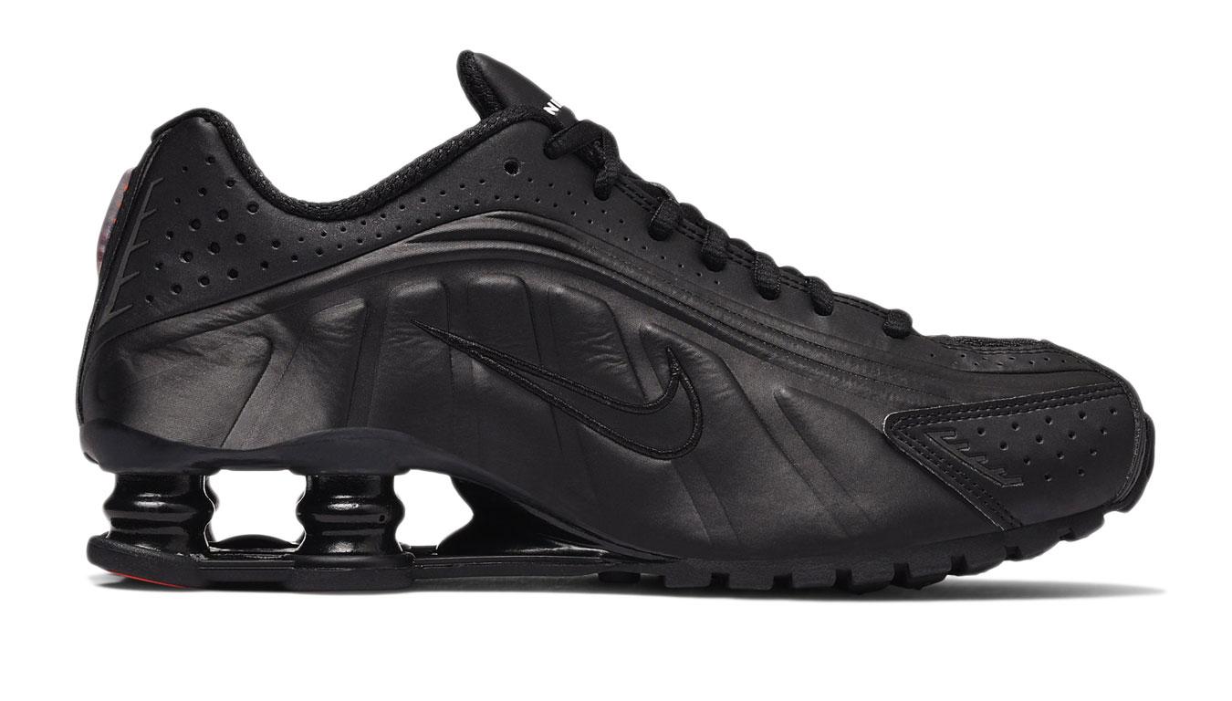 Nike Shox R4 Triple Black čierne 104265-044 - vyskúšajte osobne v obchode